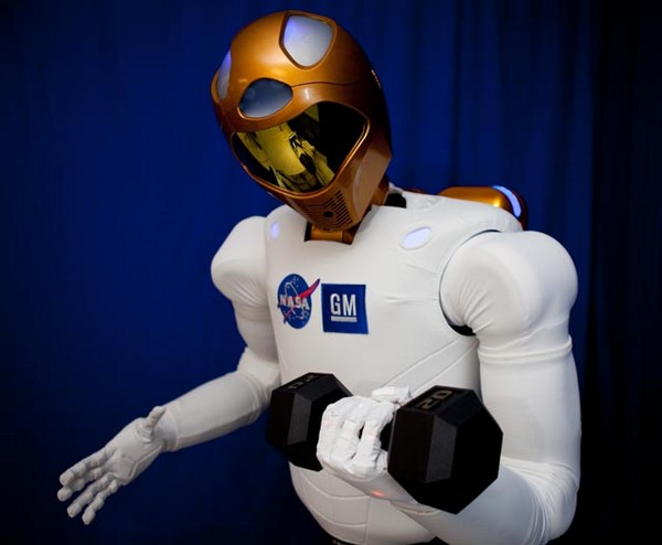NASA and GM's Robonaut2 enables astronauts to feel the fear of obsolescence