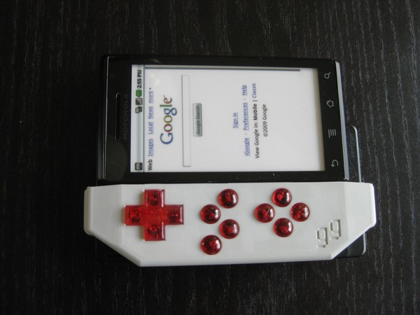 Game Gripper brings a little D-pad to your Droid (video)