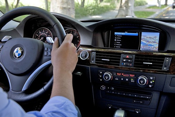 BMW supports iPod Out, fills your new auto with 2001's finest user interface