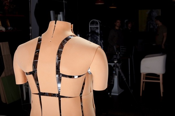 Shape-shifting mannequin models the huge pectoral muscles men want, the smaller ones they may have