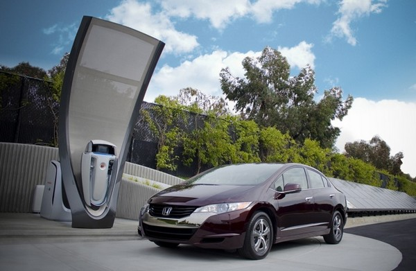 Honda shows off conceptual, solar-powered station to refill your conceptual, hydrogen-powered car