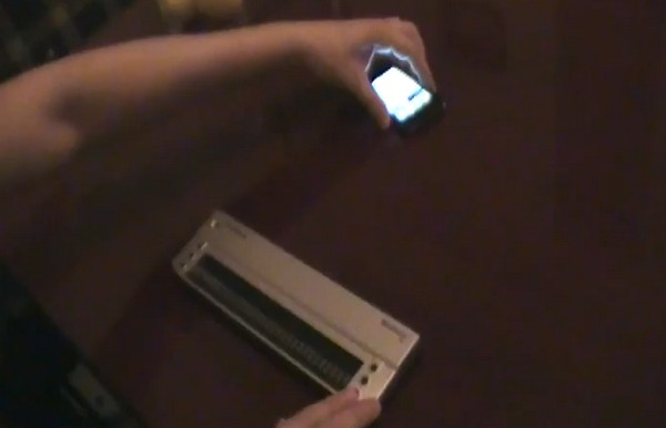 iPhone 4 plus Brailliant-32 display enable even blind men to experience the magic (video)