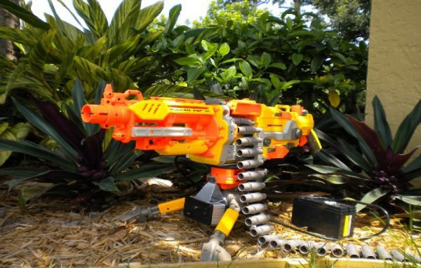 Infra-red targeting Nerf autocannon hunts predators, little sisters too (video)