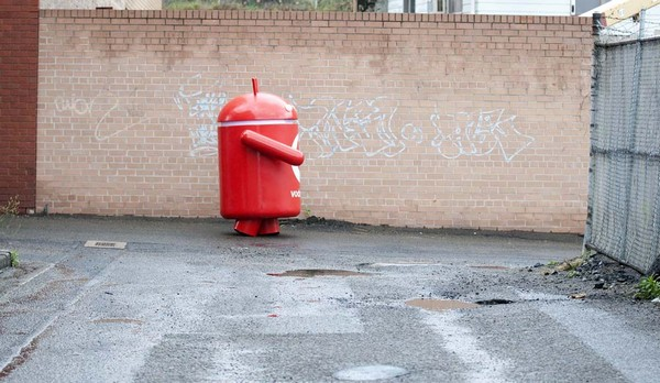 Vodafone Australia creates giant Android mascot, sets it free on the streets of Sydney