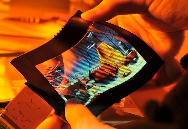 ITRI shows off 6-inch FlexUPD AMOLED, hybrid 2D/3D display, makes lots of promises