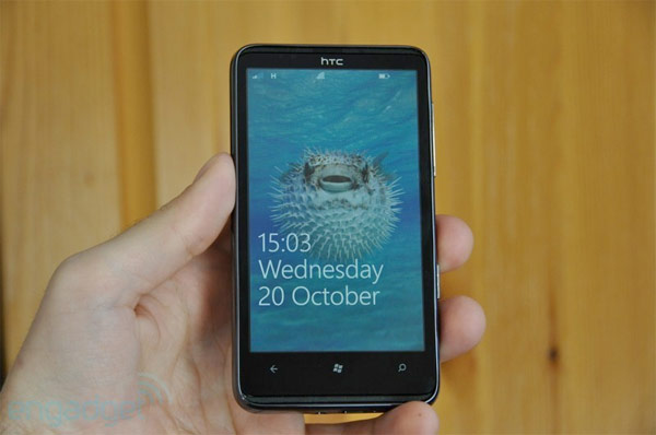 Microsoft loosens up, enables Windows Phone 7 apps to run beneath screen lock