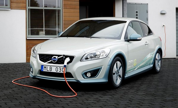 Volvo turns the C30 hatchback into an EV, loans it out for a short test drive