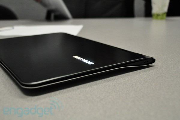 CES 2011: Samsung 9 Series Hands-On