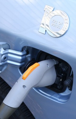 SAE and Zigbee Alliance team up to make plug-in cars charge smarter