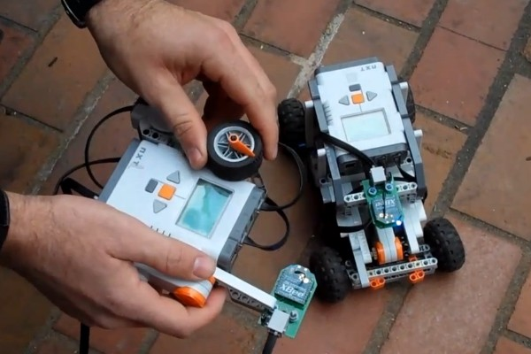 NXTBee enables long-distance wireless for Mindstorms NXT, funny little RC cars (video)