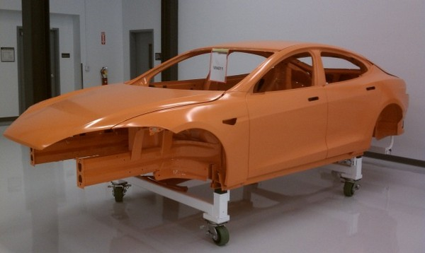 Tesla opens its workshop, shows off more Model S prototypes
