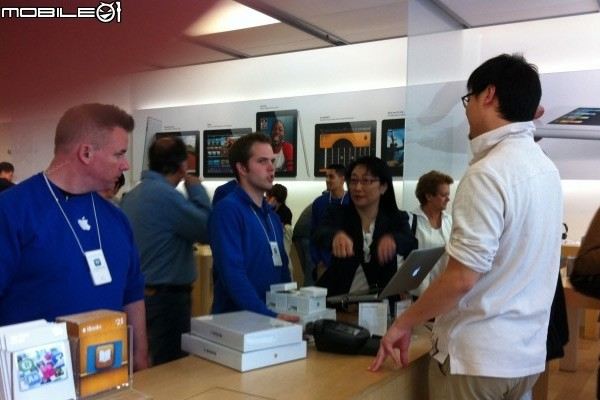 HTC's Cher Wang at Apple Store