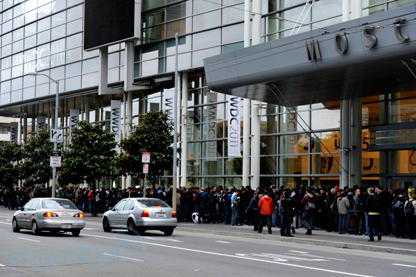 WWDC 2011 liveblog: iOS 5, OS X Lion, iCloud and more! (wwdc 2011 outside line)
