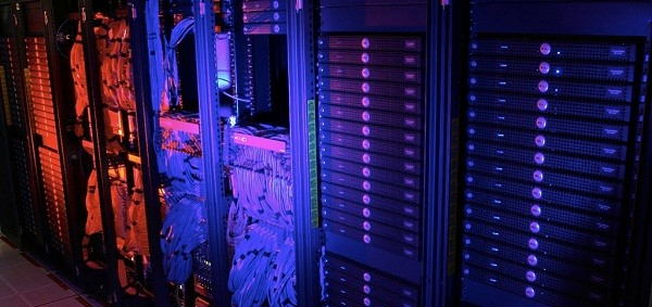 datacenter US federal government to close 800 data centers, walk into the cloud