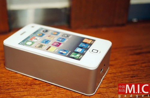 Keepin' it real fake: the iPhone 4 has a fan in China