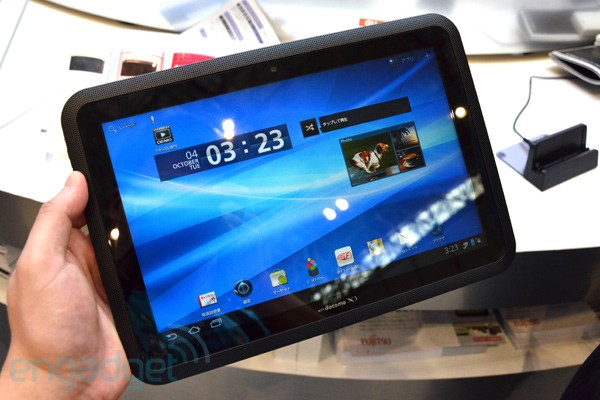 Fujitsu Arrows Tab LTE F-01D with gesture control hands-on