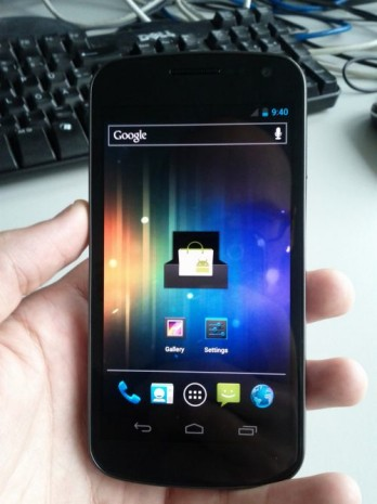 Samsung Galaxy Nexus spotted in the wild? (video) -- Engadget