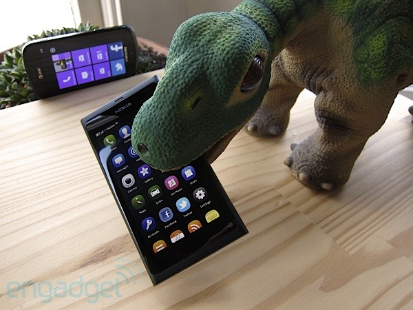 Nokia N9 with Pleo
