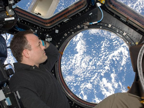 NASA-sponsored study finds lengthy spaceflight can impair astronauts' vision