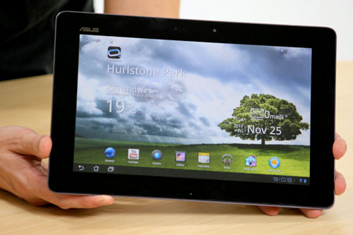 Eee Pad Transformer Prime gets handled, fawned over