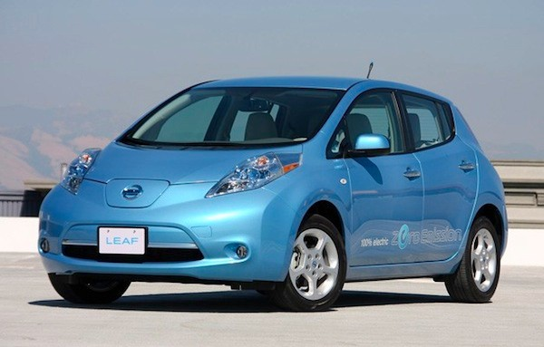 Nissan Leaf in desert