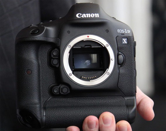 Canon EOS-1D X ship date slips into April, takes with it our hearts