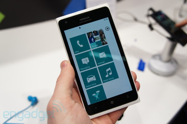 At&t promises Full-Out-Like-Nothing-Before Launch for Lumia 900
