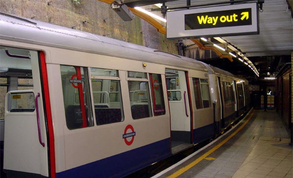 underground big8863 Virgin Media wins London Underground WiFi contract, provides conduit for tube station tweets