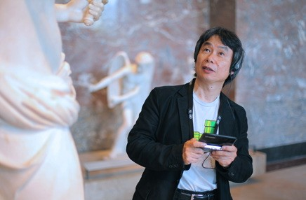 Shigeru Miyamoto and a 3DS at the Louvre