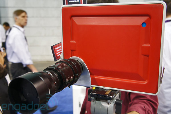 http://www.engadget.com/2012/04/18/padcaster-lenscaster-ipad-SLR-mount-hands-on/