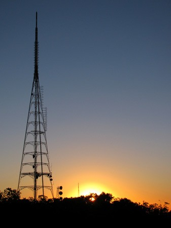 Verizon selling 700MHz spectrum, but only if government approves its AWS purchase