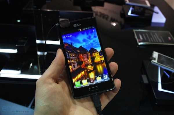LG's Optimus L7 brings ICS and a 4.3-inch screen to market starting today