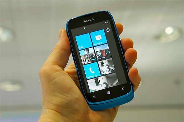 Nokia Lumia 610 launches in the UK, starts on £15 per month contracts