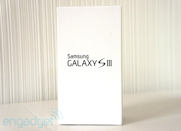 Engadget Giveaway win a Samsung Galaxy S III I9300, courtesy of Bubbly!