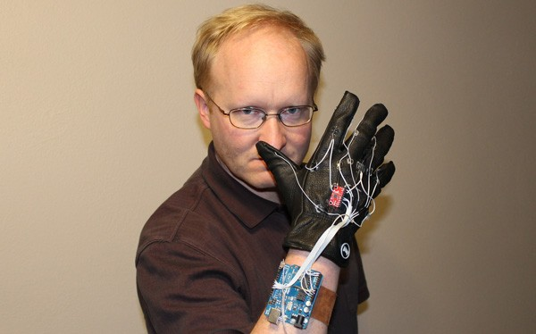 Ben Heck makes Super Glove mod for Kinect, takes strain out of gestures (video)