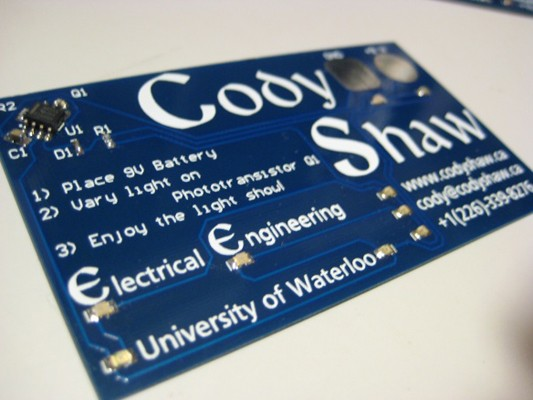 Engineer makes light-up business cards with 555 timer, proves PCB skills