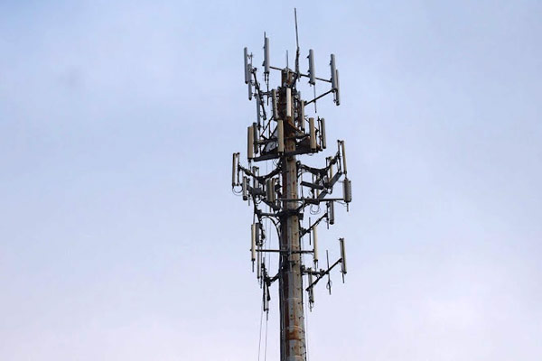 AT&T strikes a deal with Sirius XM to make 23GHz LTE a reality, pitches it to the FCC