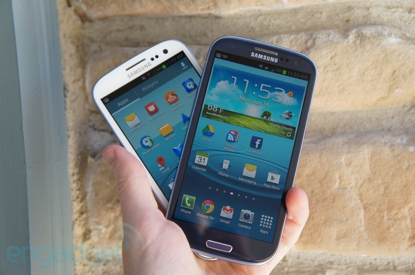 Samsung Galaxy S III review shootout AT&amp;T and Sprint