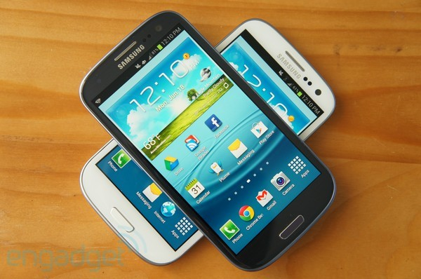 Samsung Galaxy S III review shootout AT&amp;T vs Sprint