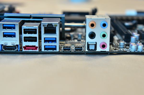 Gigabyte Z77XUP5 TH motherboard provides a double dose of Thunderbolt ports