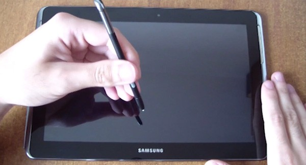 Samsung Galaxy Note 101 caught on camera with Spen slot, quadcore CPU