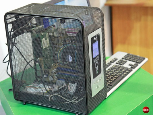 open-mesh-pc-case-keeps-heat-dust-bunnies-at-bay