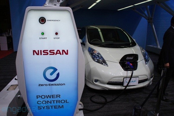 Nissan says Leaf charger will start powering homes in July, details new battery video