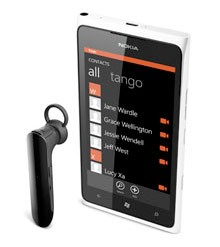 Nokia ships Lumia 900 and Reaction Bluetooth Headset in China