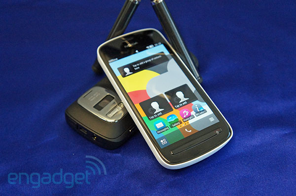 Nokia 808 PureView announced for US, available through Amazon at $  699
