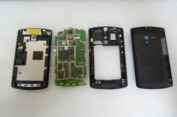 Sony Xperia Neo L peels back the covers for FCC