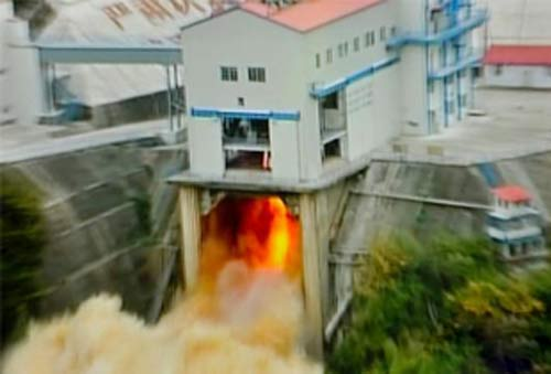 China's new liquid oxygen and kerosenefueld rocket engine lights up for testing