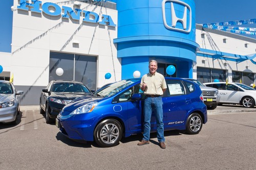 DNP Honda serves up first Fit EV to California couple, no gasoline aftertaste