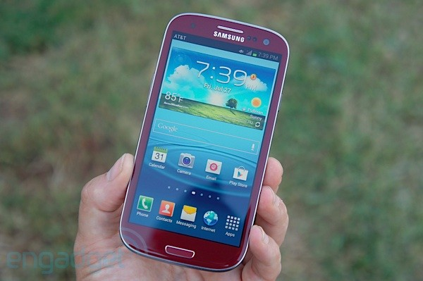 AT&amp;T's Garnet Red Galaxy S III for vampires: we go hands-on
