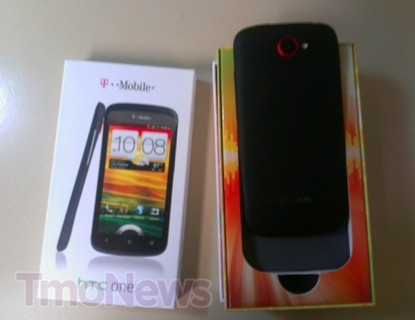 TMobile USA gives black HTC One S to hardworking staff, leaves other Americans turning green